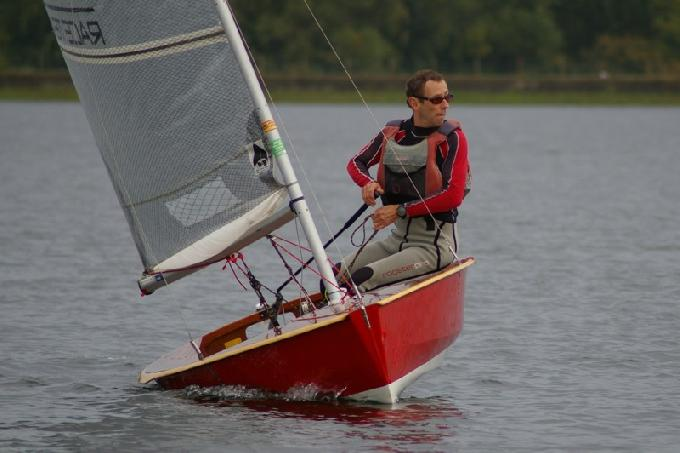 Looking for the next shift - Runner Up Godfrey Clark and his immaculate wood boat at the Island barn Reservoir Solo Open