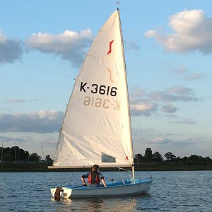 Solo dinghy hire at island barn reservoir sailing club