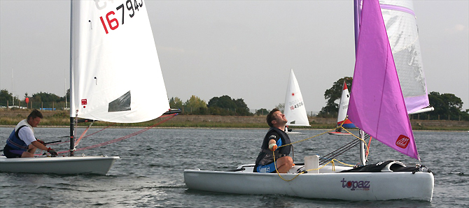 topper topaz sailing downwind at Island Barn Reservoir Sailing Club
