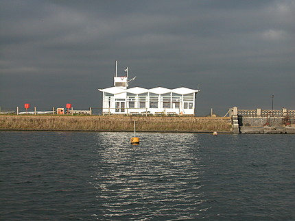 clubhouse at island barn reservoir sailing club
