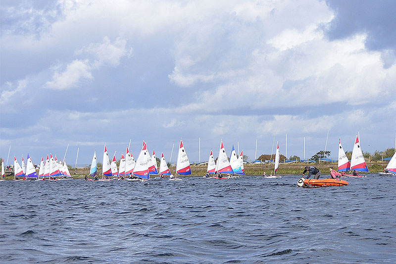004-topper-open-setting-the-start-line-island-barn-reservoir-sailing-club_(c)Nick_Marley
