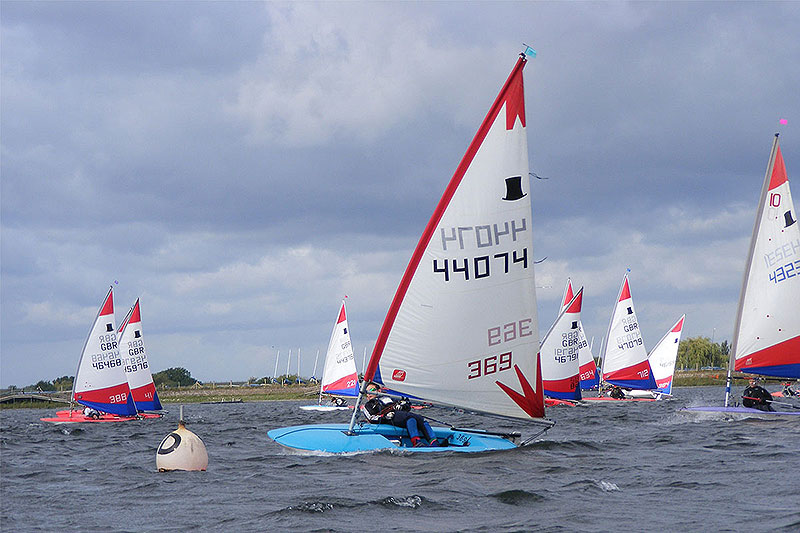 007-topper-open-start-line-island-barn-reservoir-sailing-club_(c)Nick_Marley